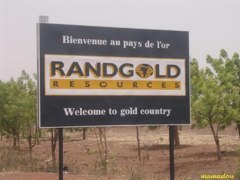 Bankrupt France invades Mali to grab gold mines